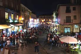 Barrio Humedo por la noche - EntreVias Lodging