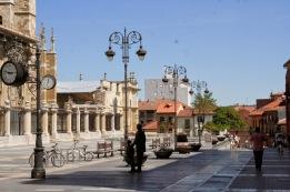 Plaza de la catedral de León - EntreVias Lodging