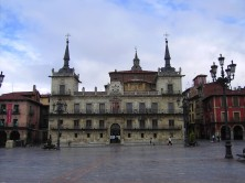 Antiguo Ayuntamiento de León - Plaza Mayor - EntreVias Lodging