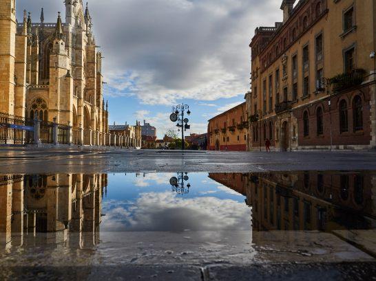 Plaza de la Catedral - Leon - EntreVias Lodging