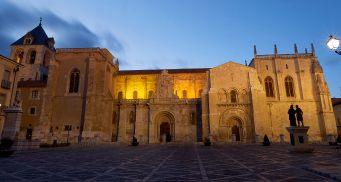Basilica de San Isidoro - EntreVias Lodging